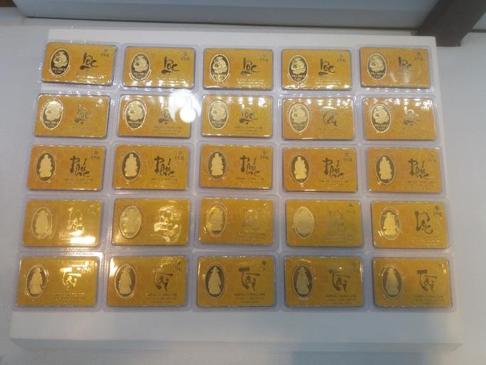 Giá vàng hôm nay 8-10: Giới đầu tư gom hàng, giá vàng đảo chiều - Ảnh 1.