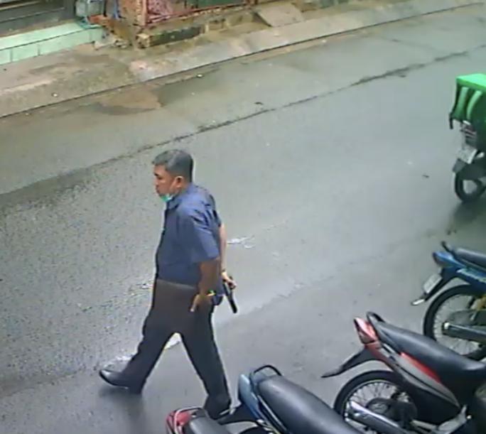 Người đàn ông ở Hóc Môn khai mang súng nước đi dọa 2 phụ nữ - Ảnh 1.