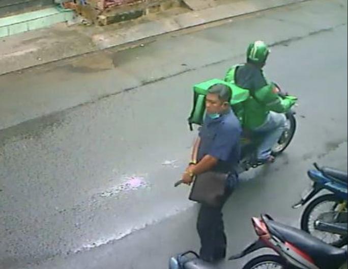 Người đàn ông ở Hóc Môn khai mang súng nước đi dọa 2 phụ nữ - Ảnh 2.