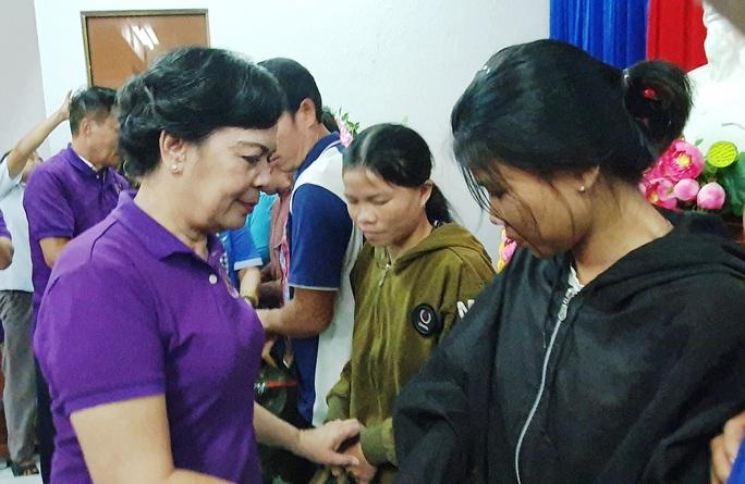 Nhóm thiện nguyện phu nhân nguyên Chủ tịch nước Trương Tấn Sang tặng 3.500 bộ áo phao cho ngư dân miền Trung và DK1 - Ảnh 3.