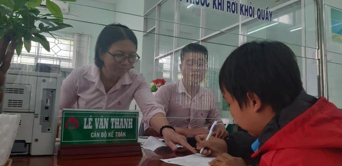 Mở sổ tiết kiệm gần 600 triệu đồng cho 3 anh em mồ côi ở Sóc Trăng - Ảnh 9.