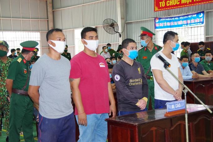 Cái kết của 4 kẻ hung hãn tấn công lực lượng chống buôn lậu - Ảnh 1.