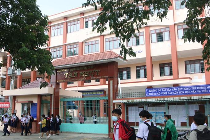 Hàng loạt sai phạm tại ngôi trường ở Bình Chánh - Ảnh 1.