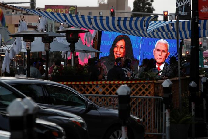 Bầu cử Mỹ: Hai phó tướng tranh luận từ tốn nhưng gay gắt - Ảnh 8.