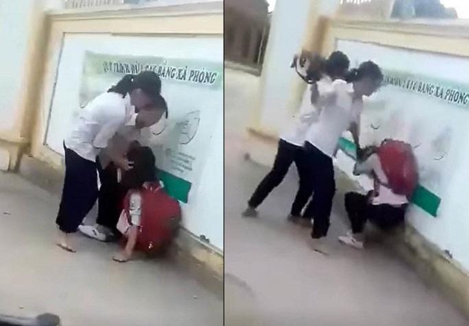 Xôn xao clip nữ sinh lớp 8 bị đánh hội đồng trước cổng trường vì chê mẫu áo mỏng - Ảnh 1.