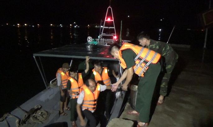Đụng tàu hàng chìm do bão, tàu cá cũng chìm theo khiến 11 ngư dân gặp nạn - Ảnh 1.