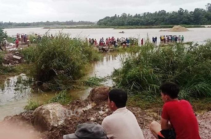 Đi rà cá trên sông, thanh niên mất mạng vì sụp hố sâu  - Ảnh 1.