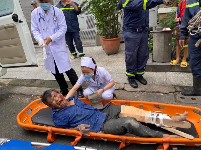 CLIP: Giải cứu người rơi từ tầng cao ở khu dân cư Trung Sơn - Ảnh 1.