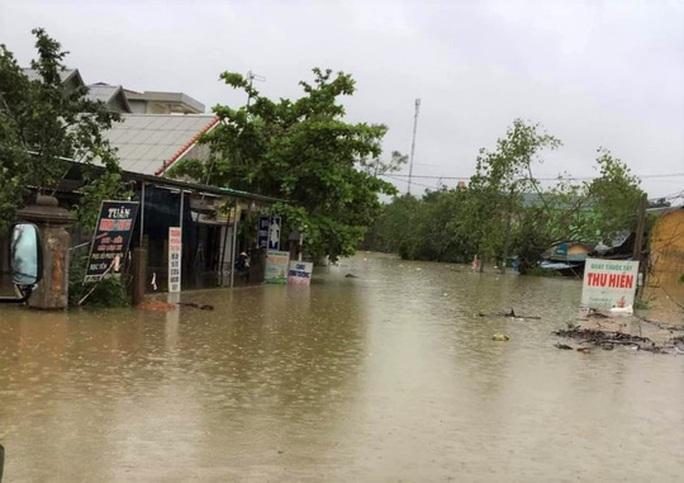 Quảng Trị: Mưa lũ làm 5 người chết và mất tích, di dời khẩn cấp hàng ngàn hộ dân - Ảnh 10.