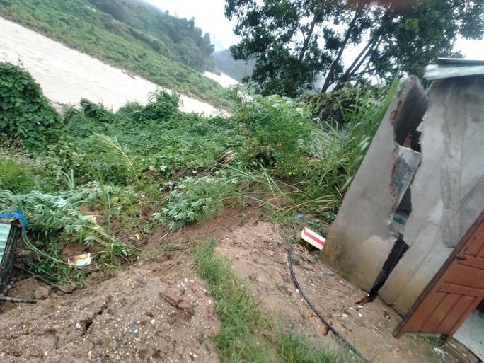 Mưa lũ khiến nhiều nơi bị ngập, huyện miền núi Quảng Nam xảy ra động đất - Ảnh 4.