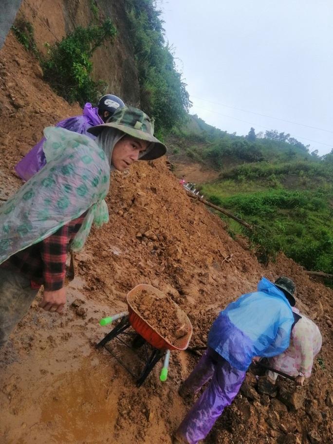 Mưa lũ khiến nhiều nơi bị ngập, huyện miền núi Quảng Nam xảy ra động đất - Ảnh 2.
