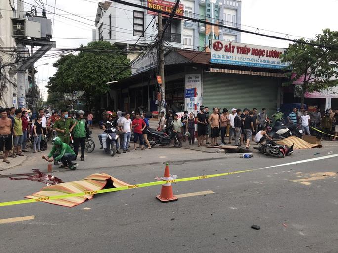 Bình Dương: Xe máy và ô tô va chạm, 2 người tử vong - Ảnh 2.