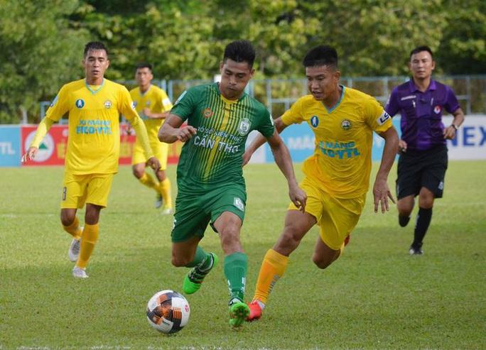 Thoát thua phút cuối, CLB Đồng Tháp vẫn xếp cuối bảng xếp hạng - Ảnh 3.