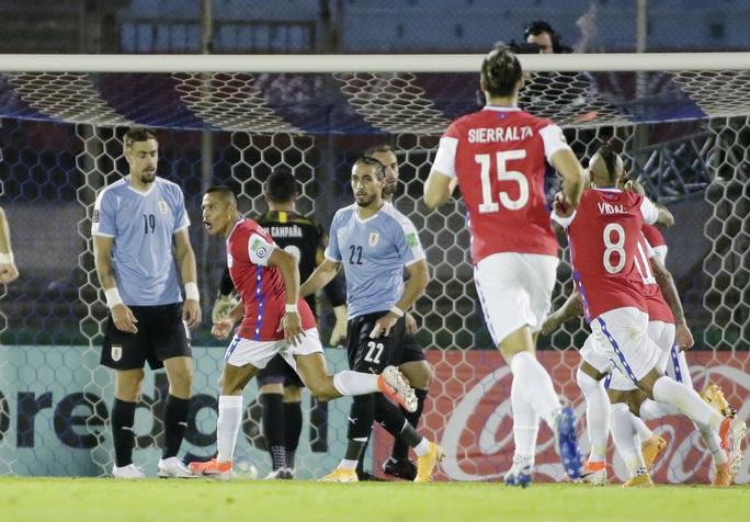Hai cựu sao Barca ghi bàn, Chile thua đau Uruguay - Ảnh 4.