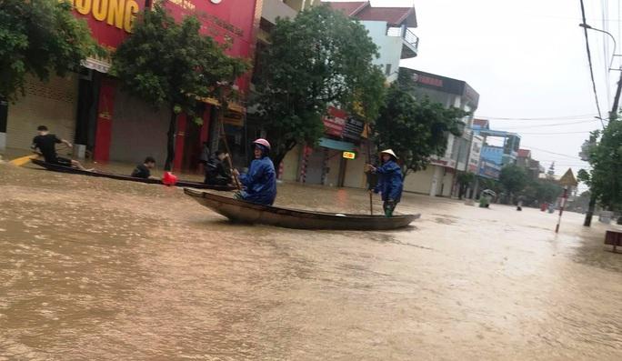 Mưa lũ dồn dập ở Quảng Bình: Hơn 12.600 nhà dân bị ngập chìm trong biển nước - Ảnh 5.
