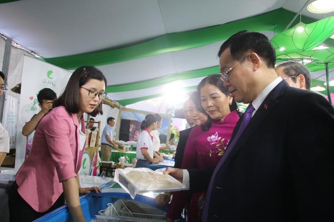 Lãnh đạo Đồng Tháp mang đặc sản tỉnh nhà giới thiệu người tiêu dùng Thủ đô - Ảnh 2.