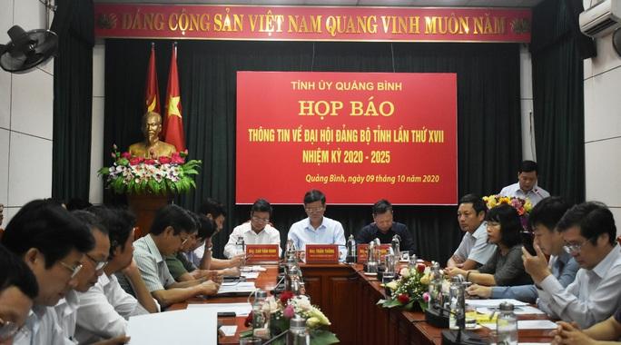 Hủy tư cách đại biểu 2 lãnh đạo bị đưa nhầm vào danh sách dự Đại hội Đảng bộ tỉnh Quảng Bình - Ảnh 1.