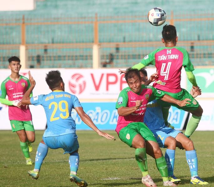 Thoát thua phút cuối, CLB Đồng Tháp vẫn xếp cuối bảng xếp hạng - Ảnh 2.