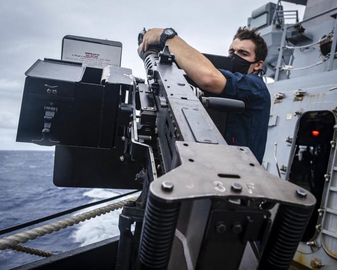 Tàu khu trục Mỹ đến gần quần đảo Hoàng Sa - Ảnh 2.