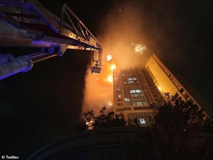 Hàn Quốc: Tòa nhà 33 tầng cháy ngùn ngụt trong đêm - Ảnh 3.