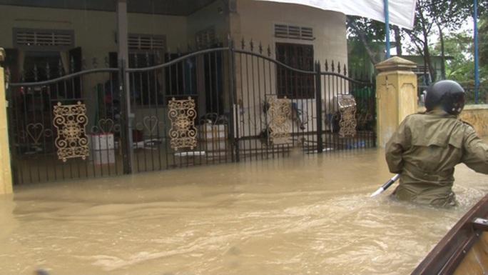 Quảng Bình- Huế: Hơn 13.000 nhà dân bị ngập chìm trong biển nước - Ảnh 3.
