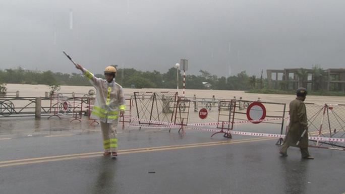 Quảng Bình- Huế: Hơn 13.000 nhà dân bị ngập chìm trong biển nước - Ảnh 7.