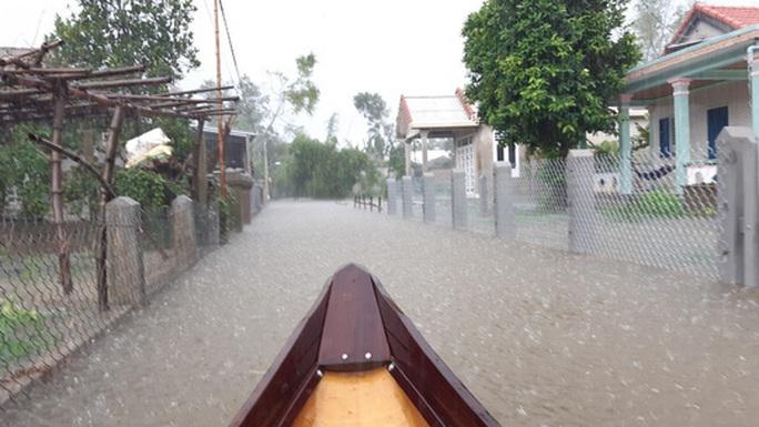 Quảng Bình- Huế: Hơn 13.000 nhà dân bị ngập chìm trong biển nước - Ảnh 8.