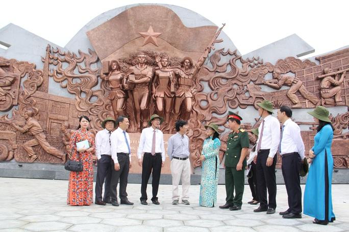 Khánh thành khu truyền thống cách mạng Cuộc Tổng tiến công và nổi dậy Xuân Mậu Thân 1968 - Ảnh 2.