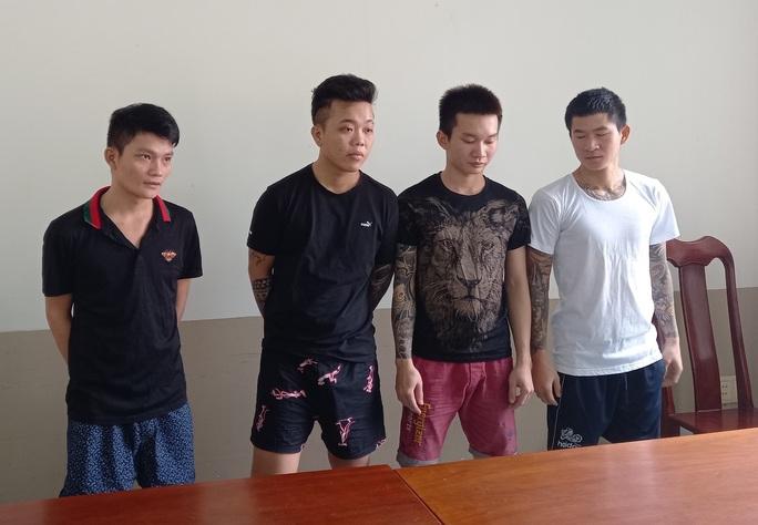Khởi tố, bắt giam nhóm 9X thu tiền bảo kê ở chợ Long Hải - Ảnh 1.