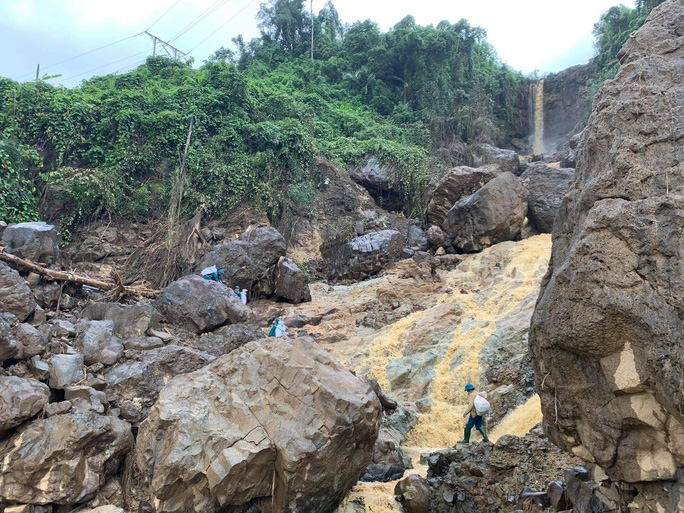 Thông tin mới nhất về vụ sạt lở khiến 13 người mất tích ở Phước Lộc - Ảnh 3.