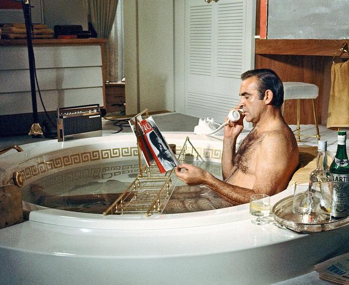 Cựu điệp viên 007 từng thi thể hình, từ chối khoác áo Man United - Ảnh 1.