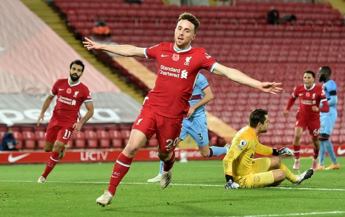 Siêu dự bị tỏa sáng, Liverpool trở lại ngôi số 1 Ngoại hạng - Ảnh 1.