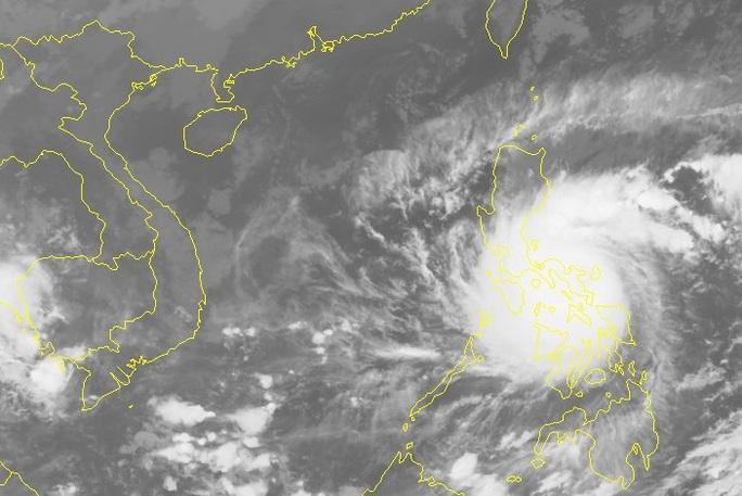 Siêu bão Goni vào Biển Đông, miền Trung lại đối mặt với bão lớn - Ảnh 2.