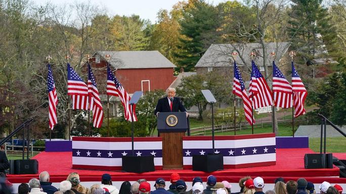 Lần đầu cùng xuất trận, hai ông Biden - Obama vùi dập Tổng thống Trump - Ảnh 2.