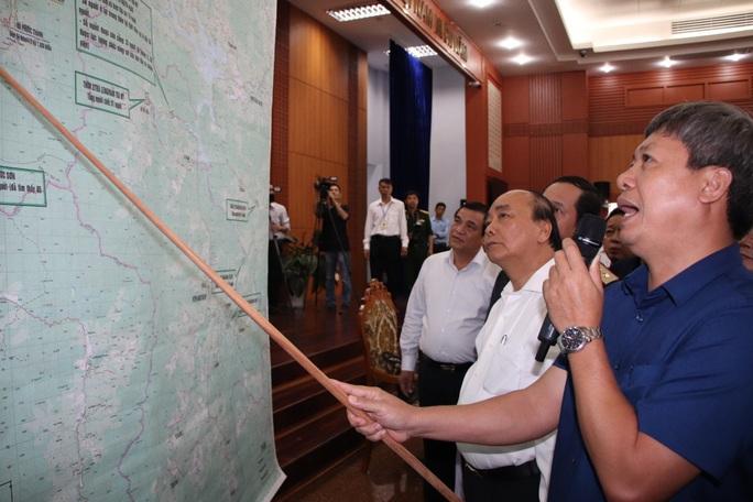 Thủ tướng Nguyễn Xuân Phúc: Tập trung nguồn lực để sớm tìm kiếm người dân đang bị mất tích - Ảnh 2.
