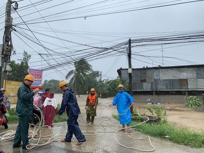 Khánh Hòa: Thiệt hại ban đầu do bão số 12 - Ảnh 1.