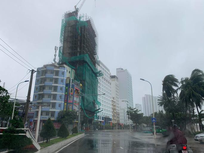 Xuất hiện đợt lũ ở mức trên dưới báo động III tại Khánh Hòa, Phú Yên - Ảnh 4.