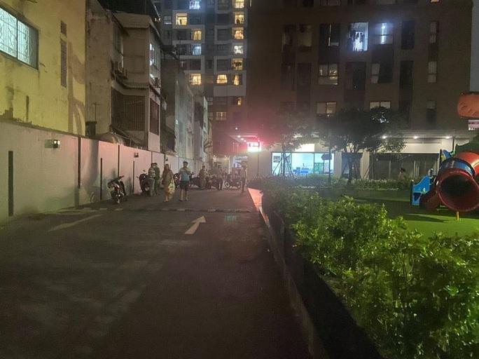 Người đàn ông ngoại quốc rơi lầu tử vong tại chung cư ở quận Tân Bình - Ảnh 1.