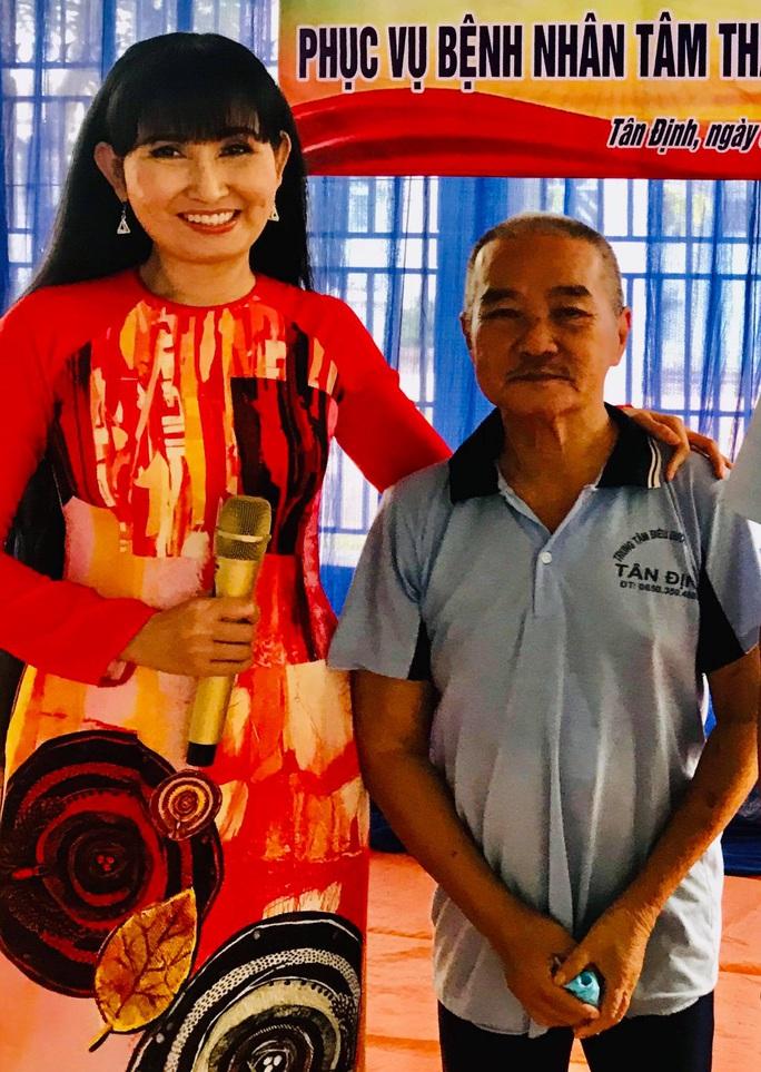Kép độc Khánh Tuấn mang niềm vui đến bệnh nhân tâm thần - Ảnh 4.