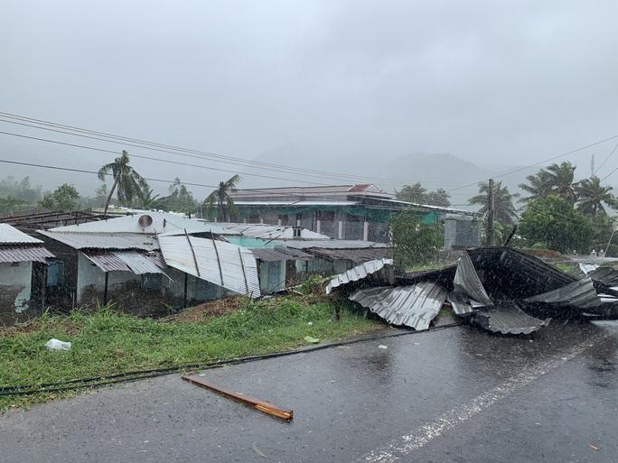 Khánh Hòa: Thiệt hại ban đầu do bão số 12 - Ảnh 10.