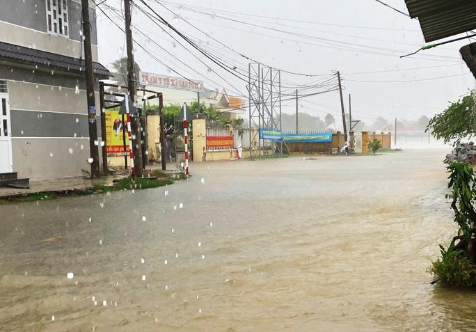 Khánh Hòa: Thiệt hại ban đầu do bão số 12 - Ảnh 4.