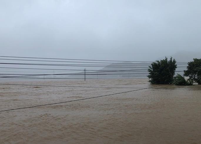 Khánh Hòa: Thiệt hại ban đầu do bão số 12 - Ảnh 2.