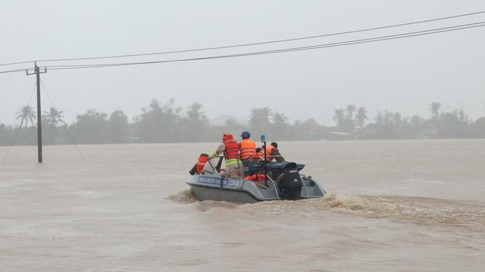 Khánh Hòa: Thiệt hại ban đầu do bão số 12 - Ảnh 6.