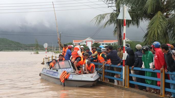 Khánh Hòa: Thiệt hại ban đầu do bão số 12 - Ảnh 7.