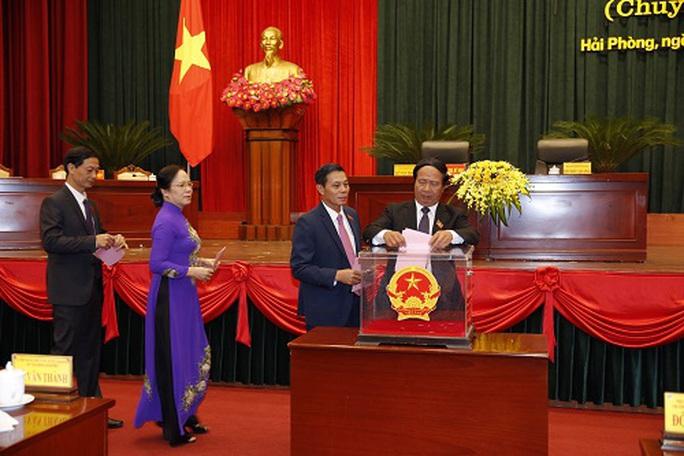Miễn nhiệm 3 Phó chủ tịch UBND TP Hải Phòng, bầu bổ sung 2 nhân sự - Ảnh 1.