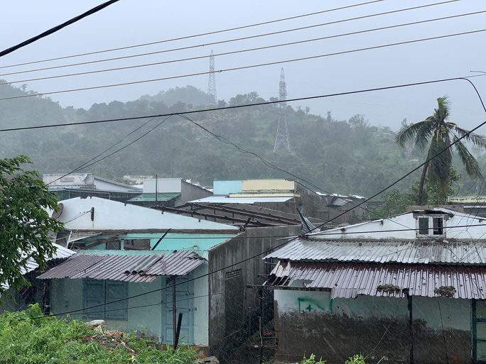Khánh Hòa: Thiệt hại ban đầu do bão số 12 - Ảnh 11.