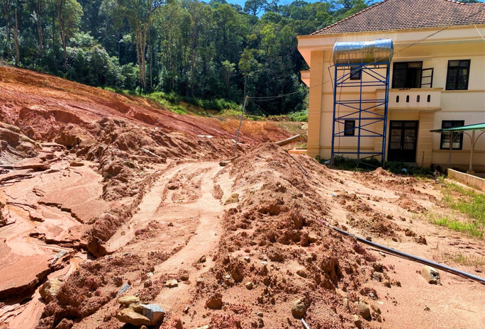 Lâm Đồng: Báo động khẩn nguy cơ sạt lở, ngập úng, hồ đập hư hỏng đe dọa vùng hạ du - Ảnh 1.