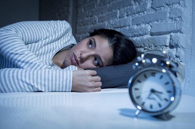 Đêm mất ngủ, trưa ngủ bù có sao không? - Ảnh 1.
