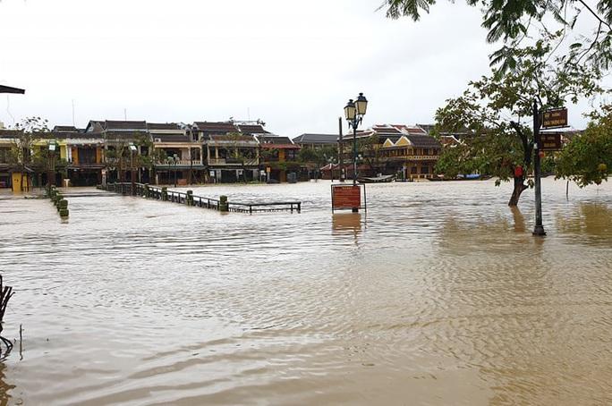 Quảng Nam mưa lớn, nước sông đang lên, nhiều thủy điện xả lũ - Ảnh 3.