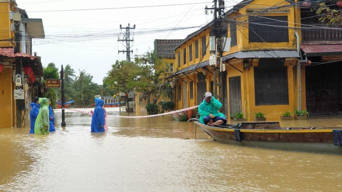 Quảng Nam mưa lớn, nước sông đang lên, nhiều thủy điện xả lũ - Ảnh 5.